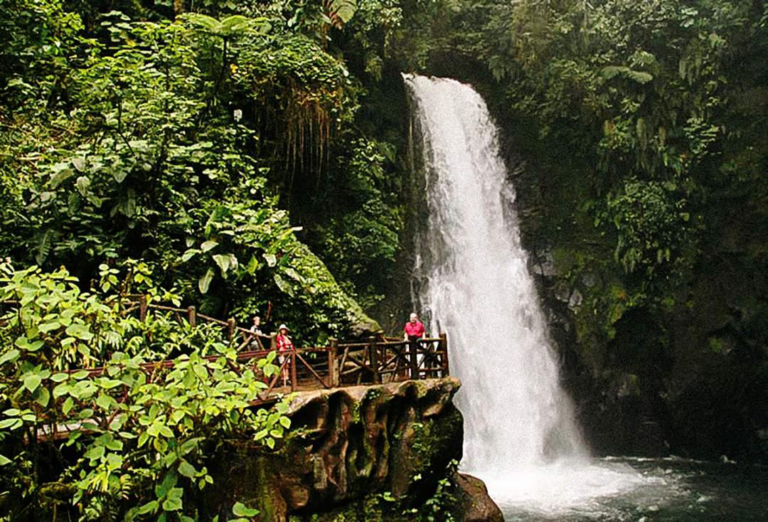 La Paz Waterfall – Vive Travels